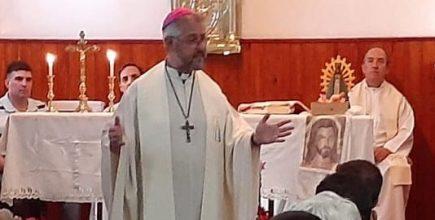 Visita del Arzobispo a la cárcel de Mercedes para celebrar la Misa de Nochebuena