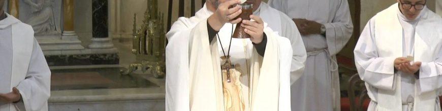 La novedad es el amor de Dios hecho carne, hecho sangre en Jesucristo, que se pone al servicio de cada uno de nosotros