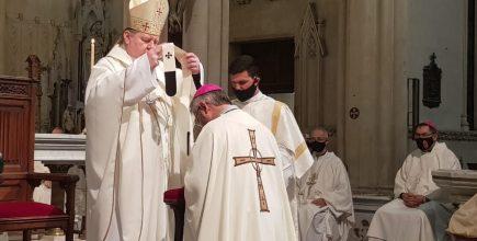 En nombre del Papa Francisco, el Nuncio Apóstolico impuso el Palio al Arzobispo Jorge Eduardo