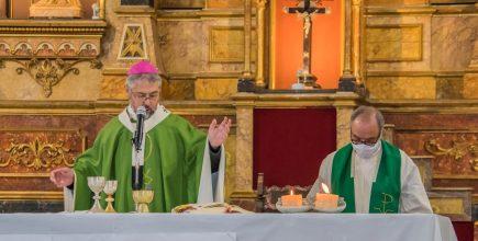 Misa por los enfermos y fallecidos de Covid y sus familiares en Carmen de Areco