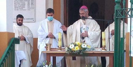 «La Virgen intercede por nosotros y nos cuida»
